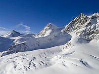 CHE, Schweiz, Kanton Bern, Berner Oberland, Blick vom Jungfraujoch ueber den Grossen Aletschgletscher auf die Jungfrau 4.158 m, das Rottalhorn 3.969 m (Mitte) und das Gletscherhorn 3.983 m (links) - UNESCO Weltnaturerbe   CHE, Switzerland, Bern Canton, Bernese Oberland, Grindelwald: view from Jungfraujoch across Great Aletsch Glacier at Jungfrau mountain 13.642 ft., Rottalhorn mountain (middle) 13.022 ft. and Gletscherhorn (left) 12.068 ft. - UNESCO World Natural Heritage