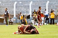 ATENÇÃO EDITOR: FOTO EMBARGADA PARA VEÍCULOS INTERNACIONAIS PRESIDENTE PRUDENTE 11 NOVEMBRO 2012 - CAMPEONATO BRASILEIRO - PALMEIRAS x FLUMINENSE - jogadores do Fluminense  comemoram titulo apos vitoria sobre o palmeiras apos  partida Palmeiras x Fluminense válido pela 35º rodada do Campeonato Brasileiro no Estádio Eduardo José Farah. Apelido, (Prudentão), no interior paulista na tarde deste domingo (11).(FOTO: ALE VIANNA -BRAZIL PHOTO PRESS)