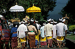 Asie, Indonésie, Bali, procession//Asia, Indonesia, Bali, procession