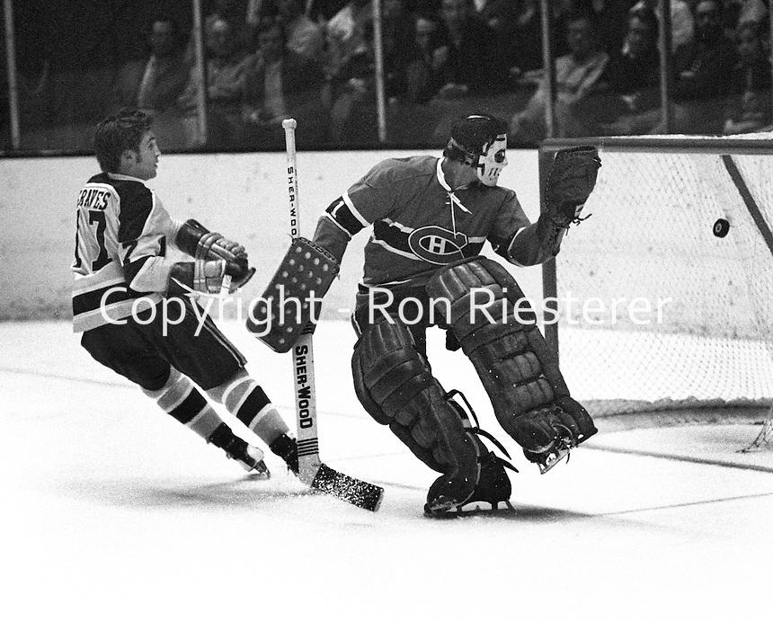 California Golden Seal Hilliard Graves scores goalie Michael Plasse.(1972 photo/Ron Riesterer}