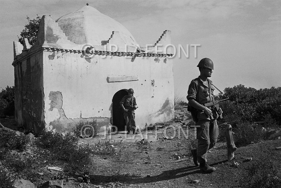 Ecole Militaire d'Infanterie de Cherchell, Algérie, Sept 1960. EOR (Eleves Officiers de Reserves) The futur infantery officers during their long training walks. They just searched a muslim sanctuary.