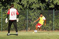 SAO PAULO, SP, 23.09.14. TREINO - SPFC. o jogador durante o treino do São Paulo Futebol Clube, na tarde desta terça-feira, no Centro de Treinamento da Barra Funda. (Foto: Adriana Spaca/Brazil Photo Press)