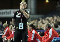 Handball Frauen Bundesliga - HC Leipzig (HCL) gegen Bayer Leverkusen in der Arena Leipzig. .Im Bild: Leverkusen Trainerin Renate Wolf  .Foto: Christian Nitsche.  Jegliche kommerzielle Nutzung ist honorar- und mehrwertsteuerpflichtig! Persönlichkeitsrechte sind zu wahren. Es wird keine Haftung übernommen bei Verletzung von Rechten Dritter. Autoren-Nennung gem. §13 UrhGes. wird verlangt. Weitergabe an Dritte nur nach vorheriger Absprache.