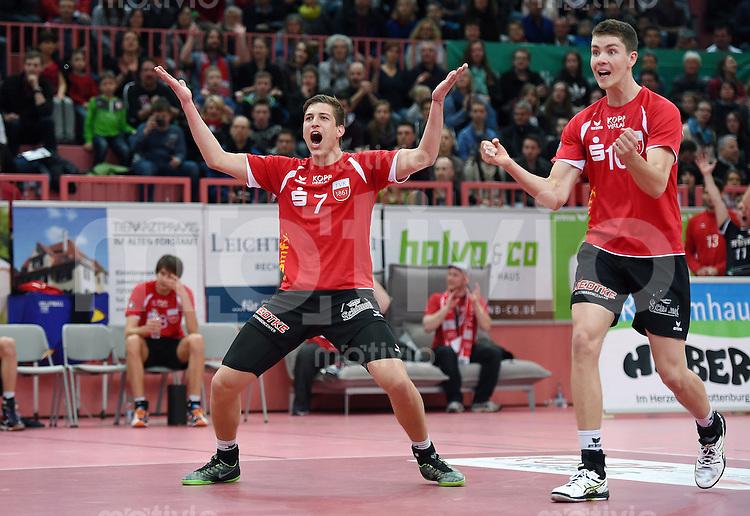 Volleyball  1. Bundesliga   2014/2015 Playoff Viertelfinale 2. Spiel TV Rottenburg -  SWD powervolleys Dueren   21.03.2015 JUBEL TV Rottenburg; Sven Metzger (li) und Tom Strohbach