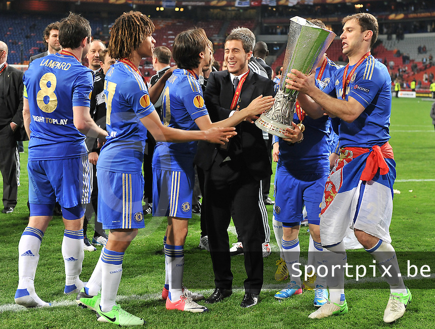 Benfica Lissabon - Chelsea FC : Eden Hazard celebrating with the cup and his teammates.foto DAVID CATRY / Nikonpro.be
