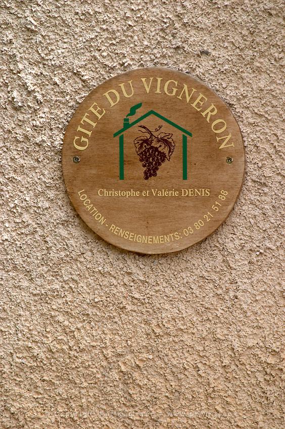 sign gite du vigneron b&b pernand-vergelesses cote de beaune burgundy france