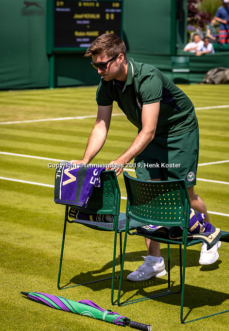 London, England, 1  st July, 2019, Tennis,  Wimbledon, Preparing the court for Robin Haase  (NED)<br /> Photo: Henk Koster/tennisimages.com