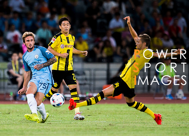 SHENZHEN - JULY 28: Borussia Dortmund midfielder Moritz Leitner (r) tries to defend the pass of Manchester City midfielder Aleix Garcia during the match between Borussia Dortmund vs Manchester City FC at the 2016 International Champions Cup China match at the Shenzhen Stadium on 28 July 2016 in Shenzhen, China. (Photo by Power Sport Images/Getty Images)