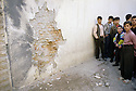 Irak 2000.Attentat dans le marché d'Erbil: 6 morts.    Iraq 2000.After a bomb attack in Erbil
