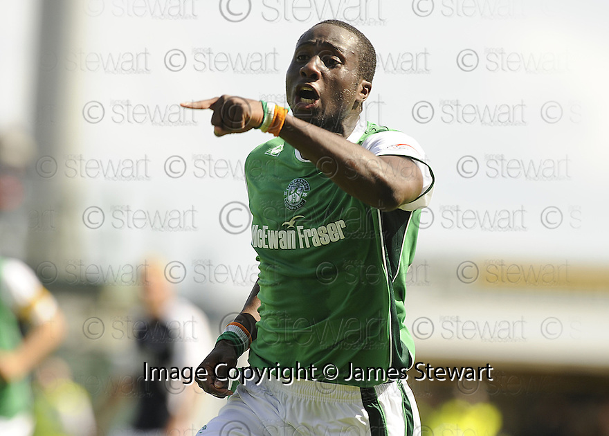 22/08/2009  Copyright  Pic : James Stewart.sct_jspa24_falkirk_v_hibs  .SOL BAMBA CELEBRATES  AFTER HE SCORES HIBS FIRST....James Stewart Photography 19 Carronlea Drive, Falkirk. FK2 8DN      Vat Reg No. 607 6932 25.Telephone      : +44 (0)1324 570291 .Mobile              : +44 (0)7721 416997.E-mail  :  jim@jspa.co.uk.If you require further information then contact Jim Stewart on any of the numbers above.........