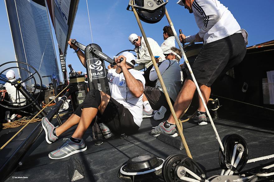 Louis Vuitton Trophy La Maddalena 26 maggio 2010. A bordo di All4One durante una regata con Luna Rossa vinta dai franco tedeschi. Lo skipper Joachen Schuman e il tattico John Bertrand discutono sull'opportuntà di una virata