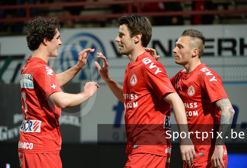 KV Kortrijk - Cercle Brugge : Stijn De Smet (m) viert zijn doelpunt met Teddy Chevalier (r) en Gertjan De Mets (l) <br /> foto VDB / BART VANDENBROUCKE