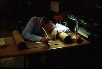 ISRAELE Gerusalemme Centro di studi talmudici nei pressi del Muro del Pianto, scrivano copista al lavoro,