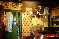 ROMANIA / Maramures / Budesti / September 2006..The interior of the Tomas family home...© Davin Ellicson / Anzenberger