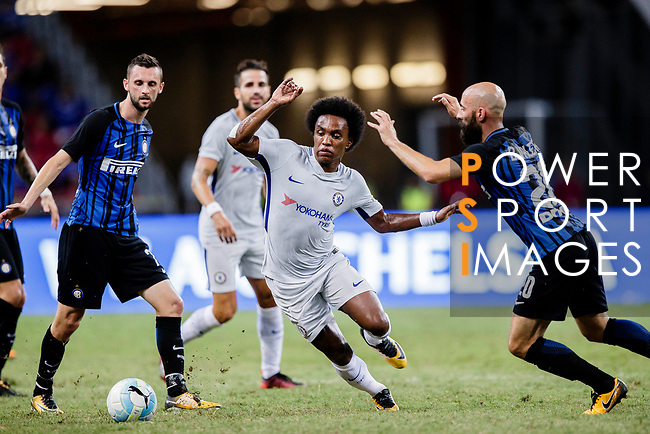Chelsea Midfielder Willian da Silva (L) in action against FC Internazionale Midfielder Borja Valero (R) during the International Champions Cup 2017 match between FC Internazionale and Chelsea FC on July 29, 2017 in Singapore. Photo by Marcio Rodrigo Machado / Power Sport Images