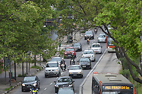SAO PAULO, 18 DE MARCO DE 2013 - TRANSITO SP - Transito intenso na Avenida Reboucas, sentido centro, no fim da tarde desta segunda feira, 18, regiao central. (FOTO: ALEXANDRE MOREIRA / BRAZIL PHOTO PRESS)