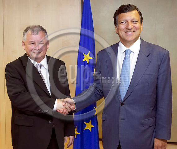 BRUSSELS - BELGIUM - 30 AUGUST 2006 -- Polish Prime Minister Jaroslaw Kaczynski (L) and European Commission President Portuguese Jose Manuel Durao Barroso (R) during their meeting. -- PHOTO: THIERRY MONASSE / EUP-IMAGES