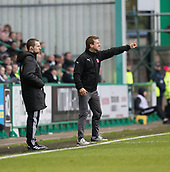 4th November 2017, Easter Road, Edinburgh, Scotland; Scottish Premiership football, Hibernian versus Dundee; Dundee manager Neil McCann shouts instructions