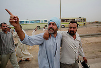 An Iraqi man points its finger at at an amrican soldier after being released from the prison of Abu Graib in BAghdad on MAy 28 2004. in the same day 400 prisoners will be relased.