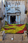 Girona Temps de Flors.<br /> 62a Exposicio de Flors, Monuments, Patis i Jardins.<br /> Escales Esglesia de Sant Marti. Trencadis Floral.