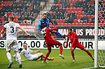 Nederland, Enschede, 18 oktober 2015<br /> Seizoen 2015-2016<br /> Eredivisie<br /> FC Twente-N.E.C. <br /> Micheal Olaitan van FC Twente komt in botsing met keeper Benjamin Kirsten van N.E.C.