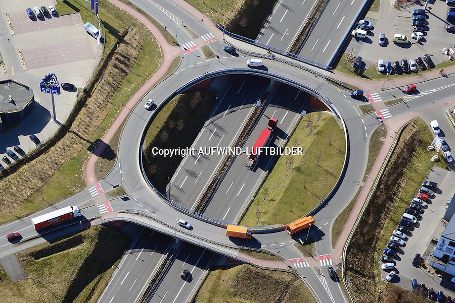 Kreisel Dreikaisereichen A26: EUROPA, DEUTSCHLAND, NIEDERSACHSEN, STADE (EUROPE, GERMANY), 12.03.2014: Kreisel Dreikaisereichen A26