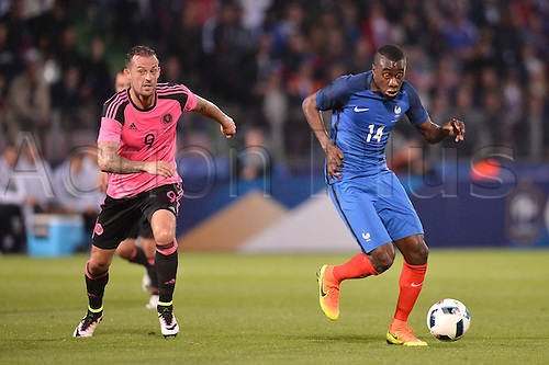 04.06.2016. Stade Saint Symphorien, Metz, France. International football freindly,France versus Scotland.  BLAISE MATUIDI chased by Steven Fletcher