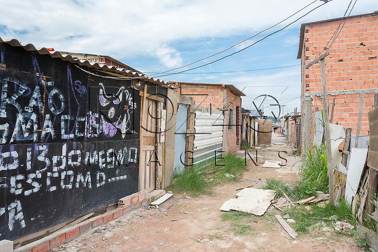 Favela sem infraestrutura localizada na Vila Sílvia, zona leste de São Paulo - SP, 03/2015.