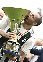 Calcio, Serie A: Juventus - Hellas Verona, Torino, Allianz Stadium, 19 maggio, 2018.<br /> Juventus' Giorgio Chiellini kisses the trophy during the victory ceremony following the Italian Serie A football match between Juventus and Hellas Verona at Torino's Allianz stadium, 19 May, 2018.<br /> Juventus won their 34th Serie A title (scudetto) and seventh in succession.<br /> UPDATE IMAGES PRESS/Isabella Bonotto