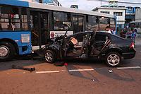 SAO PAULO, SP, 15/03/2014, ACIDENTE JABAQUARA. Grave acidente na madrugada desse sabado (15) na Av. Eng. George Corbisier no bairro do Jabaquara, envolvendo dois onibus e um veiculo, deixou 7 pessoas feridas. Luiz Guarnieri/ Barzil Photo Press.