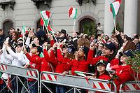 NAPOLI 28/03/2013 90° ANNIVERSARIO DELLA'ACCADEMIA AERONAUTICA .NELLA FOTO BAMBIENI CON BANDIERE TRICOLORI.FOTO CIRO DE LUCA..