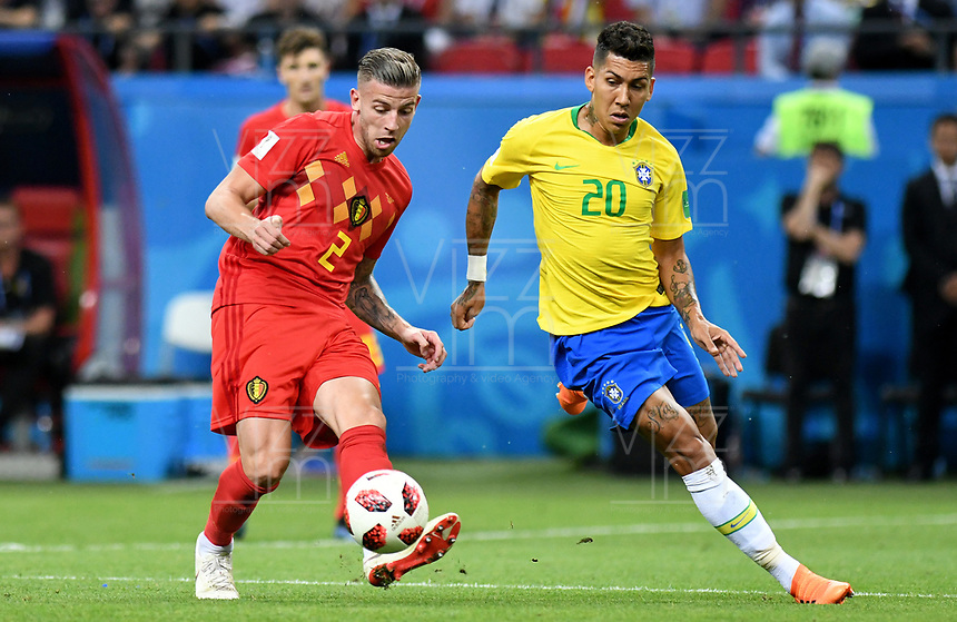 KAZAN - RUSIA, 06-07-2018: ROBERTO FIRMINO (Der) jugador de Brasil disputa el balón con Toby ALDERWEIRELD (Izq) jugador de Bélgica durante partido de cuartos de final por la Copa Mundial de la FIFA Rusia 2018 jugado en el estadio Kazan Arena en Kazán, Rusia. / ROBERTO FIRMINO (R) player of Brazil fights the ball with Toby ALDERWEIRELD (L) player of Belgium during match of quarter final for the FIFA World Cup Russia 2018 played at Kazan Arena stadium in Kazan, Russia. Photo: VizzorImage / Julian Medina / Cont