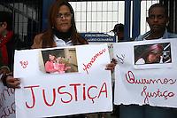 SAO PAULO, SP, 23 DE JUNHO DE 2013 -  CASO BIANCA CONSOLI. Mae <br /> de Bianca antes do julgamento do motoboy Sandro Dota, no Fórum Criminal da Barra Funda em São Paulo, SP, nesta terça-feira (23). Ele é acusado de matar a estudante Bianca Consoli, 19 anos, em setembro de 2011. FOTO: MAURICIO CAMARGO / BRAZIL PHOTO PRESS