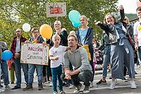 """Kundgebung unter dem Motto """"Inklusion statt Selektion"""" am Sonntag den 15. September 2019 in Berlin gegen die Aufnahme nichtinvasiver Bluttests zur Diagnose von Trisomien wie etwa dem Down-Syndrom in den Leistungskatalog der gesetzlichen Krankenkassen.<br /> Rechts im Bild: Die Downsyndrom-Aktivistin Natalie Dedreux aus Koeln.<br /> 15.9.2019, Berlin<br /> Copyright: Christian-Ditsch.de<br /> [Inhaltsveraendernde Manipulation des Fotos nur nach ausdruecklicher Genehmigung des Fotografen. Vereinbarungen ueber Abtretung von Persoenlichkeitsrechten/Model Release der abgebildeten Person/Personen liegen nicht vor. NO MODEL RELEASE! Nur fuer Redaktionelle Zwecke. Don't publish without copyright Christian-Ditsch.de, Veroeffentlichung nur mit Fotografennennung, sowie gegen Honorar, MwSt. und Beleg. Konto: I N G - D i B a, IBAN DE58500105175400192269, BIC INGDDEFFXXX, Kontakt: post@christian-ditsch.de<br /> Bei der Bearbeitung der Dateiinformationen darf die Urheberkennzeichnung in den EXIF- und  IPTC-Daten nicht entfernt werden, diese sind in digitalen Medien nach §95c UrhG rechtlich geschuetzt. Der Urhebervermerk wird gemaess §13 UrhG verlangt.]"""