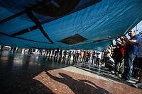 BARCELONA, ESPANHA, 12 DE MAIO 2012 - 1 ANO INDIGANOS / OCCUPPY / BARCELONA / ESPANHA  - Manifestantes durante protesto que celebra o primeiro ano do movimento Occupy Wall Street, que acamapam em diversas capitais do mundo, entre ela Barcelona, ato realizado na tarde deste sabado na Praca de Catalunha, em Barcelona na Espanha. (FOTO: WILLIAM VOLCOV / BRAZIL PHOTO PRESS).