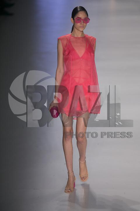 SAO PAULO, SP, 21 DE MARÇO DE 2013. SPFW - PRIMAVERA VERAO 2013 OSKLEN. A marca Osklen apresenta sua coleção verão  2014 no quarto dia de desfiles da Sao Paulo Fashion Week - verão 2014 no Pavilhão da Bienal. FOTO ADRIANA SPACA/BRAZIL PHOTO PRESS