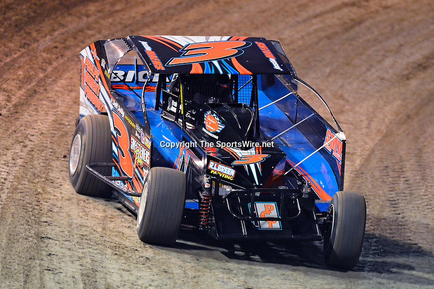 Feb 19, 2014; 6:41:43 PM;  Barberville, FL, USA;  Super DIRT car Series Big Block Modifieds presented by Summit Racing Equipment at Volusia Speedway Park.  Mandatory Credit: (thesportswire.net)