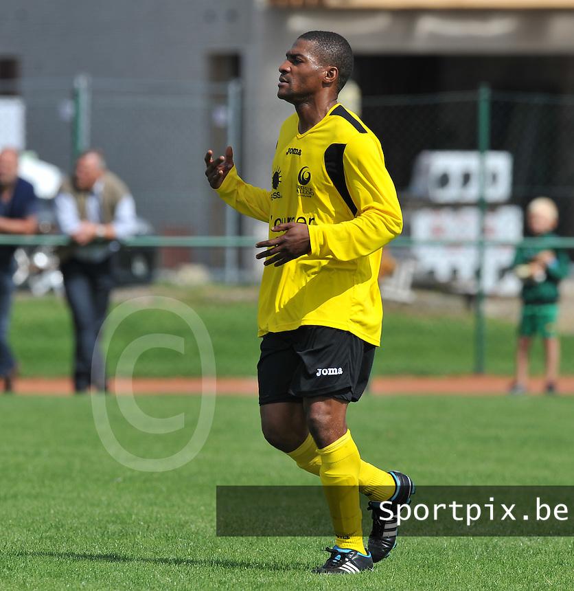SC Menen : Polo Nzuzi.foto VDB / BART VANDENBROUCKE