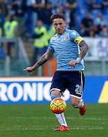 Calcio, Serie A: Roma vs Lazio. Roma, stadio Olimpico, 8 novembre 2015.<br /> Lazio's Lucas Biglia in action during the Italian Serie A football match between Roma and Lazio at Rome's Olympic stadium, 8 November 2015.<br /> UPDATE IMAGES PRESS/Riccardo De Luca