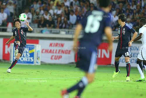 Yasuhito Endo (JPN),<br /> SEPTEMBER 10, 2013 - Football / Soccer :<br /> Yasuhito Endo of Japan assists his team's third goal from a free kick during the Kirin Challenge Cup 2013 match between Japan 3-1 Ghana at Nissan Stadium in Kanagawa, Japan. (Photo by Kenzaburo Matsuoka/AFLO)