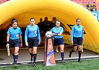BOGOTA - COLOMBIA - 26-02-2017: Amanda Valenzuela (2 Der.) juez, durante partido por la fecha 2 entre Independiente Santa Fe y Atletico Huila, de la Liga Femenina Aguila 2017, en el estadio Nemesio Camacho El Campin de la ciudad de Bogota. / Amanda Valenzuela (2 R), refereeduring a match of the date 2 between Independiente Santa Fe and Atletico Huila, for the Liga Femenina Aguila 2017 at the Nemesio Camacho El Campin Stadium in Bogota city, Photo: VizzorImage / Luis Ramirez / Staff.
