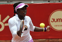 BOGOTA - COLOMBIA - 11-04-2016: Sachia Veckery de Estados Unidos, devuelve la bola a Yuliana Lizarazo de Colombia, durante partido por el Claro Colsanitas WTA, que se realiza en el Club El Rancho de Bogota. / Sachia Veckery from United States returns the ball to Yuliana Lizarazo from Colombia, during a match for the WTA Claro Colsanitas, which takes place at Club El Rancho de Bogota. Photo: VizzorImage / Luis Ramirez / Staff.