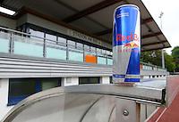 Rasenball Leipzig e.V. - RB Leipzig - Einstieg von Energy Drink Hersteller Red Bull in das Leipziger Fussballgeschehen - im Bild: Eine Dose Red Bull im Stadion am Bad . Foto: Norman Rembarz..