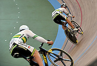CALI – COLOMBIA – 01-03-2014: Daniel Ellis (Izq.) de Australia y Matthew Glaetzer (Der.) de Australia en la prueba Embalaje Hombres 1/16 en el Velodromo Alcides Nieto Patiño, sede del Campeonato Mundial UCI de Ciclismo Pista 2014. / Daniel Ellis (L) of Australia and Matthew Glaetzer (R) of Australia during the test of Men´s Sprint 1/16 in Alcides Nieto Patiño Velodrome, home of the 2014 UCI Track Cycling World Championships. Photos: VizzorImage / Luis Ramirez / Staff.