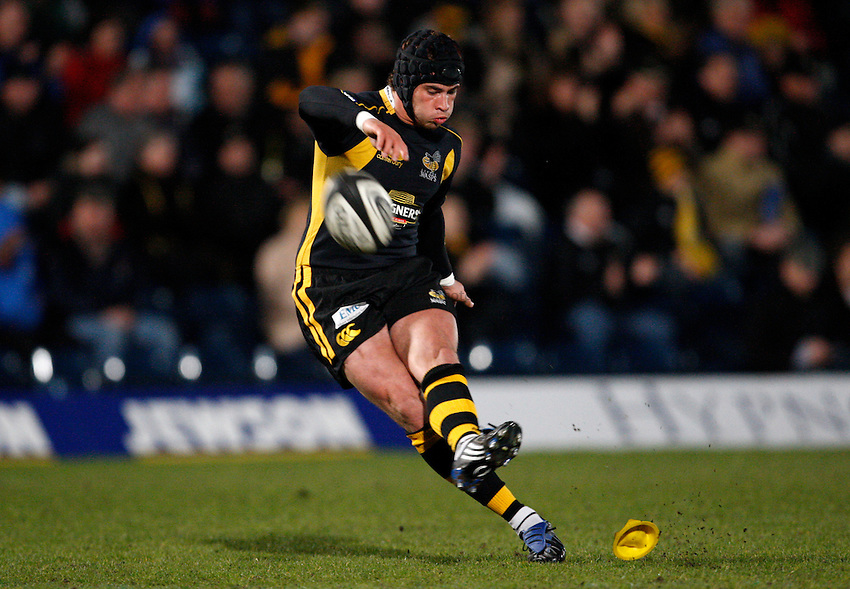 Photo: Richard Lane/Richard Lane Photography..London Wasps v Sale Sharks. Guinness Premiership. 15/04/2008. Wasps' Danny Cirpiani kicks.