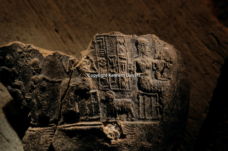 Urkesh, Hurrian Empire, Syria, 2400 BC, Giorgio Buccellati, Mud seal impression of queen Uqnitum with family