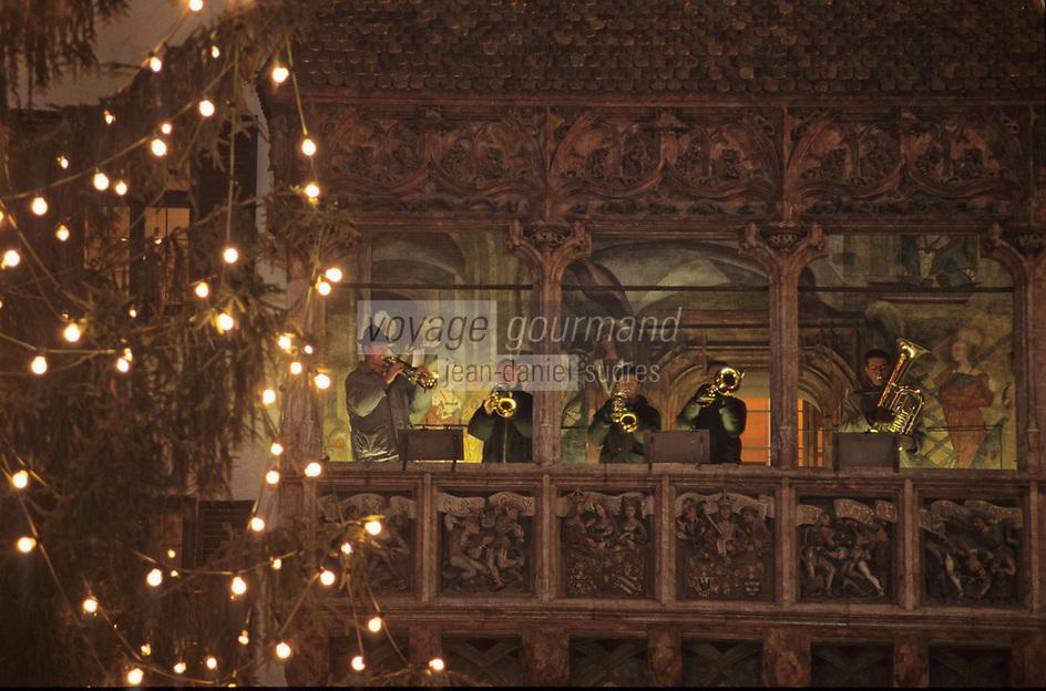 """Europe/Autriche/Tyrol/Innsbruck: Le marché de Noël - Musiciens au """"Toit d'Or"""""""
