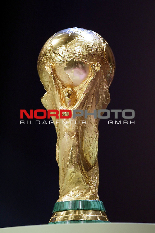Vorrundenauslosung FIFA Fussball Weltmeisterschaft Deutschland 2006<br /> World Cup<br /> <br /> Foto &copy; nordphoto <br /> <br />  *** Local Caption *** Foto ist honorarpflichtig! zzgl. gesetzl. MwSt.<br />  Belegexemplar erforderlich<br /> Adresse: nordphoto<br /> Georg-Reinke-Strasse 1<br /> 49377 Vechta