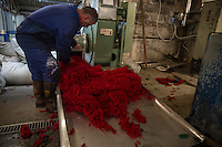 Harris Tweed Hebrides, the award-winning company based at Shawbost on the west coast of the Isle of Lewis, now accounts for around 90 per cent of Harris Tweed production. Export everywhere.  Harris Tweed Hebrides produce circa il 90% di tutto il tweed esportando in tutto il mondo<br /> La fase di colorazione della lana