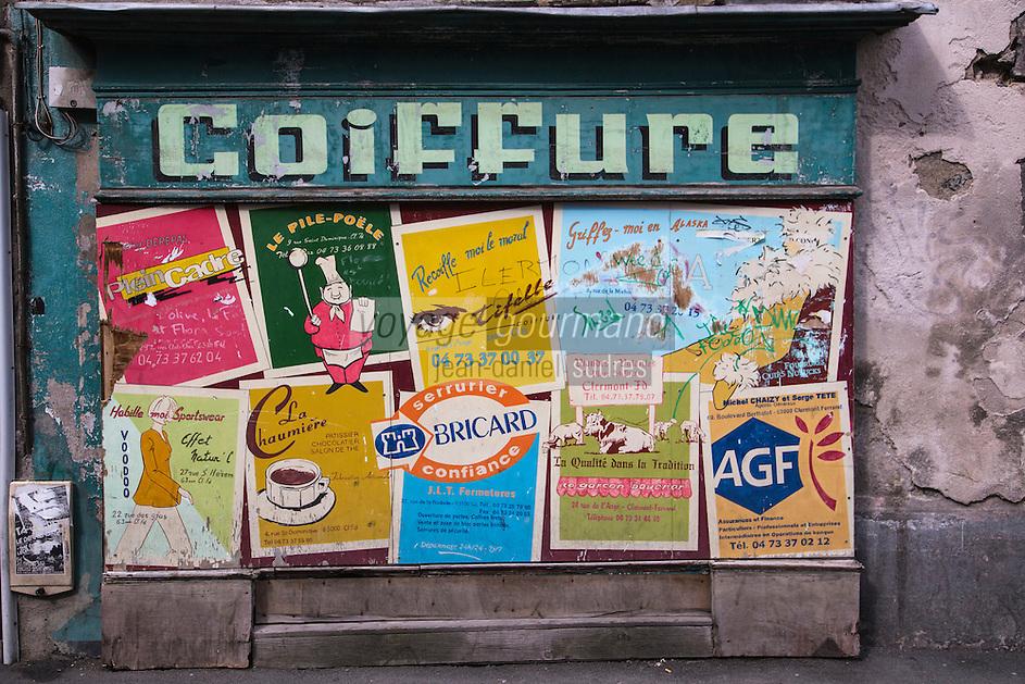 Europe/France/Auvergne/63/Puy de Dome/Clermont-Ferrand: Détail vieille boutique et affichage